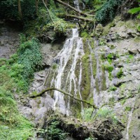 Eine erste Tour mit der Kindertrage zu den Wasserfällen von Bad Überkingen.   Foot (c) Kinderoutdoor.de