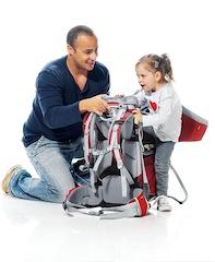 Eine Kindertrage hält einiges aus. Deuter empfiehlt, dass Kinder maximal 18 Kilogramm wiegen sollten, wenn sie in der Kindertrage Platz nehmen.   Foto (c) Deuter.com