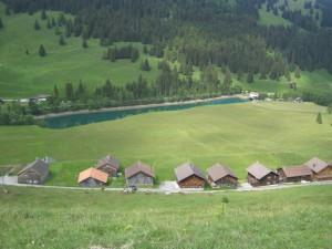 Los gehts im Fürstentum Liechtenstein bei unserer Wanderung mit der Kindertrage.  Foto (c) kinderoutdoor.de