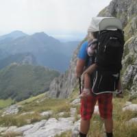 Kindertragen sind für Wanderungen im schroffen Gelände ideal, doch es gibt auch Grenzen!  Foto (c) kinderoutdoor.de