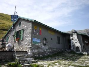 Das Rifugio Enrico Rossi liegt auf 1.608 m in den unglaublich beeindruckenden apuanischen Alpen.  Foto (c) kinderoutdoor.de