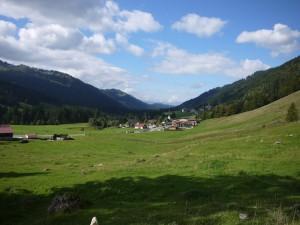 Bei leichten Wanderungen hinauf zu Almen oder in den Mittelgebirgen ist der Meindl X SO 70 ein wunderbarer Begleiter.  Foto (c) kinderoutdoor.de