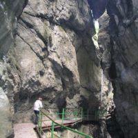 Auf Stegen geht es oberhalb der Breitachklamm über die wilden Wasser.   foto (c) kinderoutdoor.de